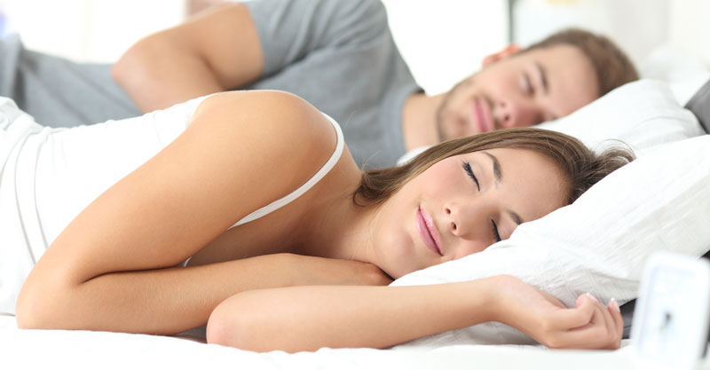 couple-sleeping-in-comfortable-bed-not-snoring